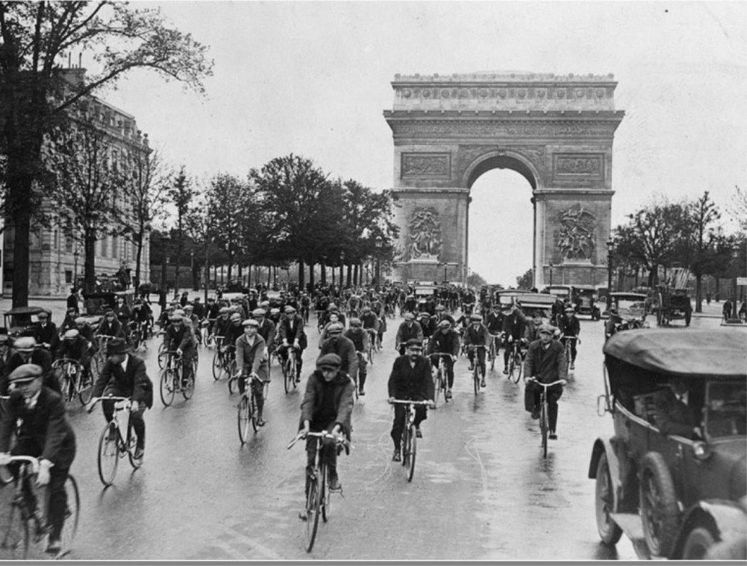 Tour de france through the Champs elysees and arc de triomphe